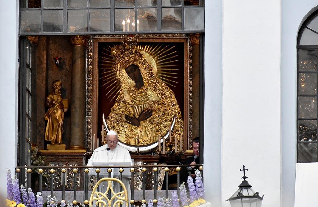Pope-Francis-in-Vilnius-3